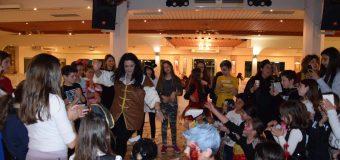 Κέφι, χορός και πλούσια δώρα στον αποκριάτικο χορό του Κέντρου Ξένων Γλωσσών ΝΙΚΟΛΙΤΣΑ ΣΑΓΙΑ – ΦΩΤΟ
