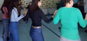 Μαθήματα χορού στον σύλλογο Κρίνου κάθε Κυριακή